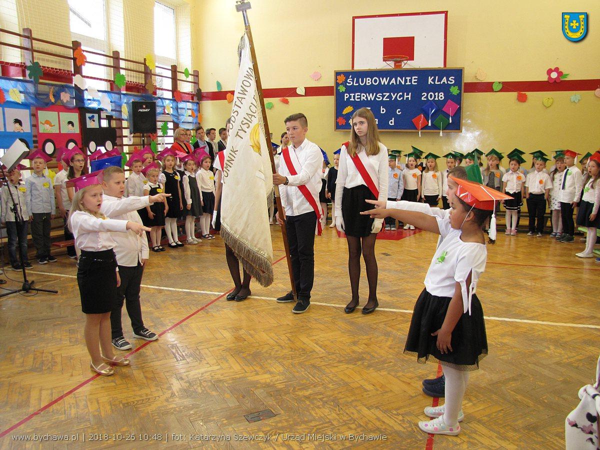 Ślubowanie klas pierwszych w Szkole Podstawowej w Bychawie