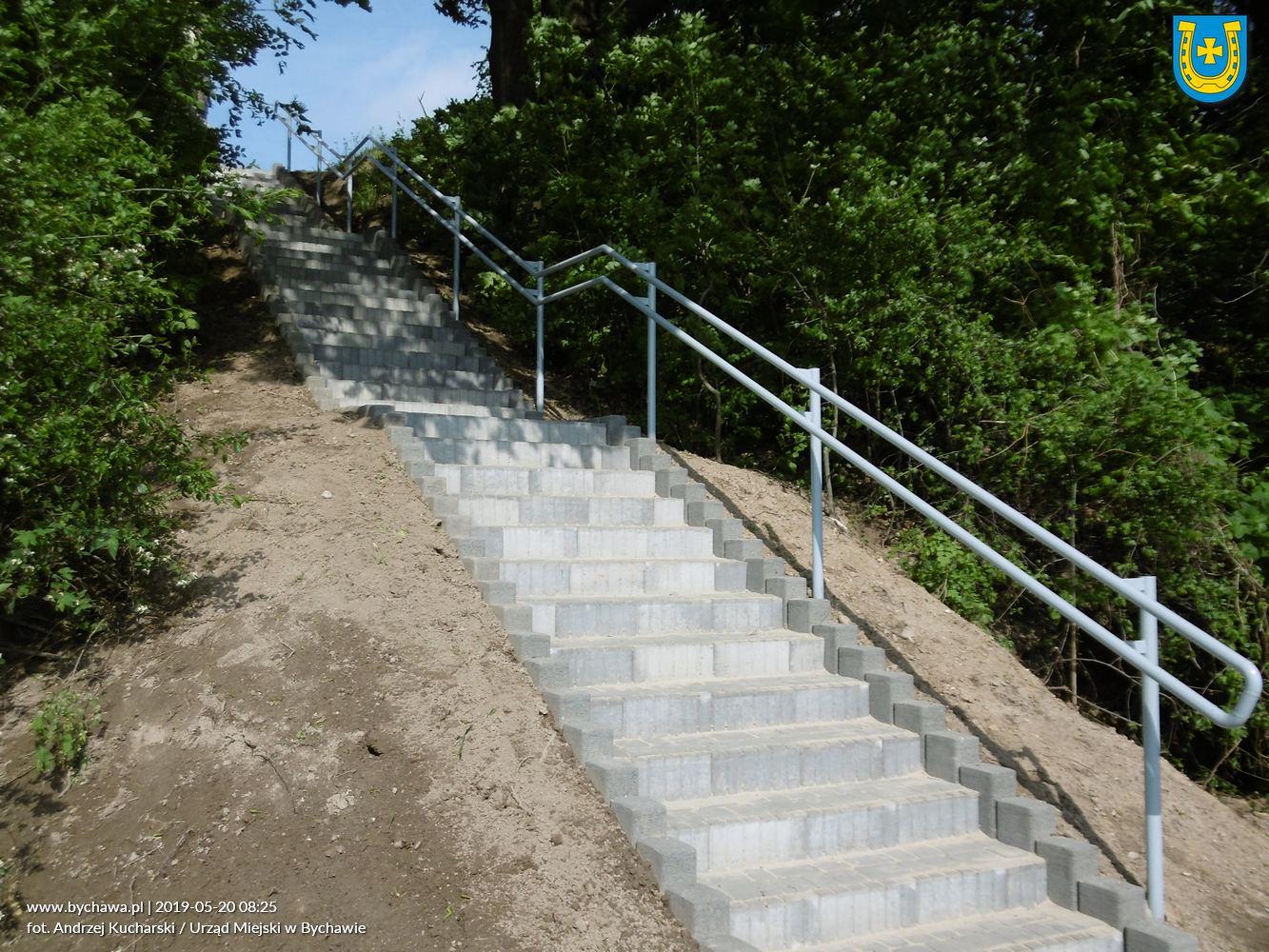 Remont schodów przy ruinach pałacu w Bychawie – zakończono