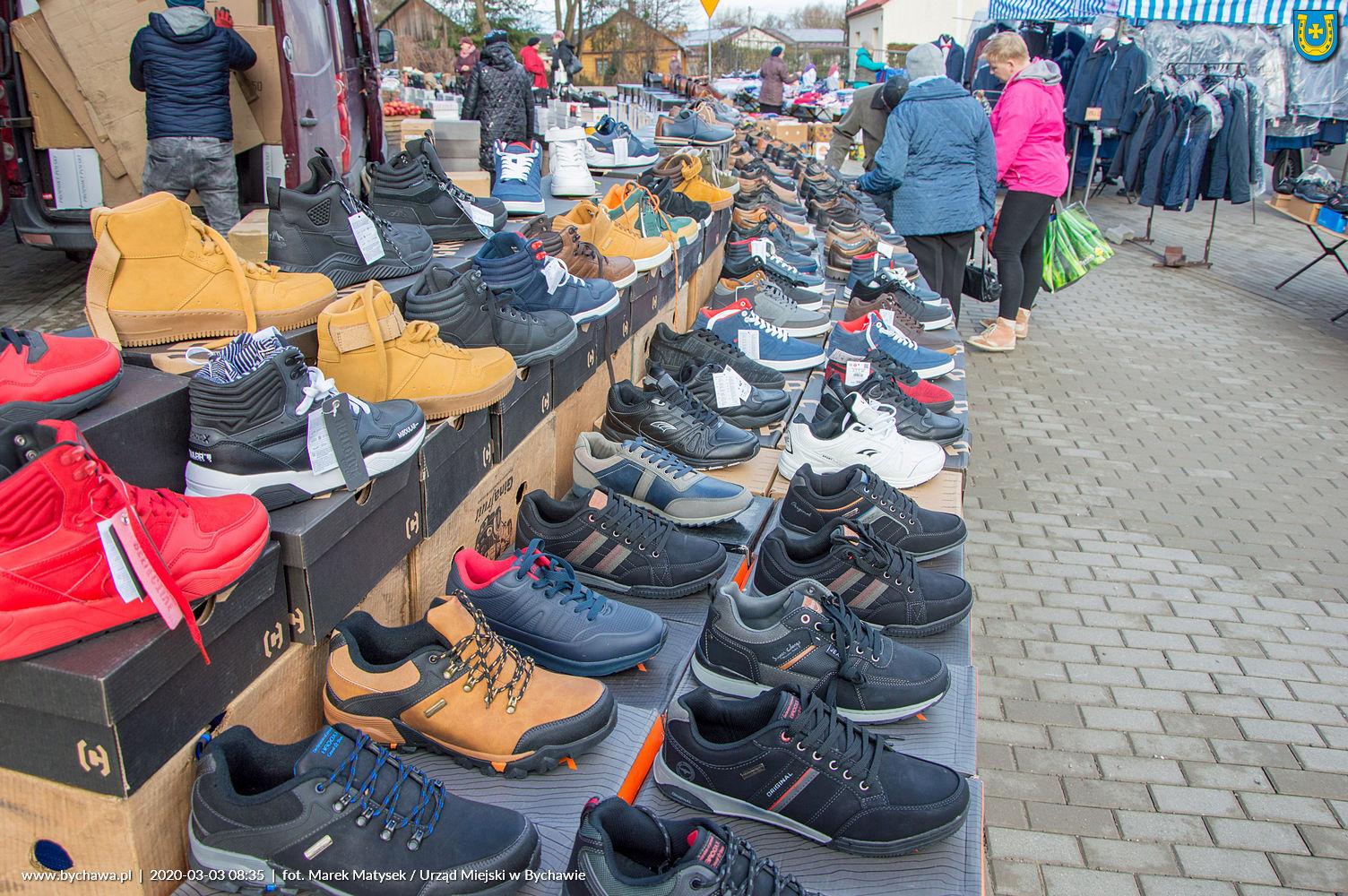 """Urząd Miejski w Bychawie informuje, że z dniem 5 maja 2020 r. zostaje wznowiony handel na Targowisku Miejskim """"Mój Rynek"""" w Bychawie."""