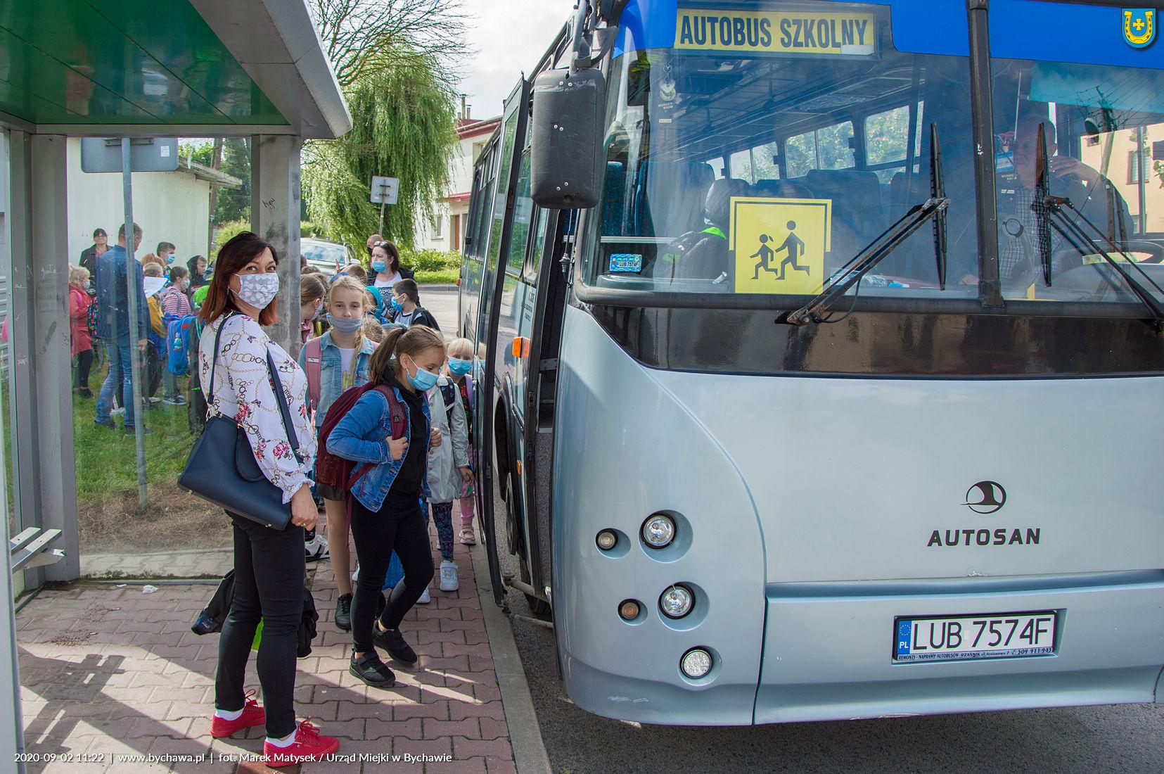 Drogi Uczniu o zakrywaniu ust i nosa pamiętaj również w autobusie