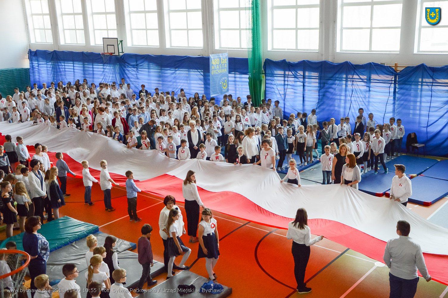 Świętowanie 100-lecia odzyskania niepodległości w Szkole Podstawowej w Bychawie – zdjęcia