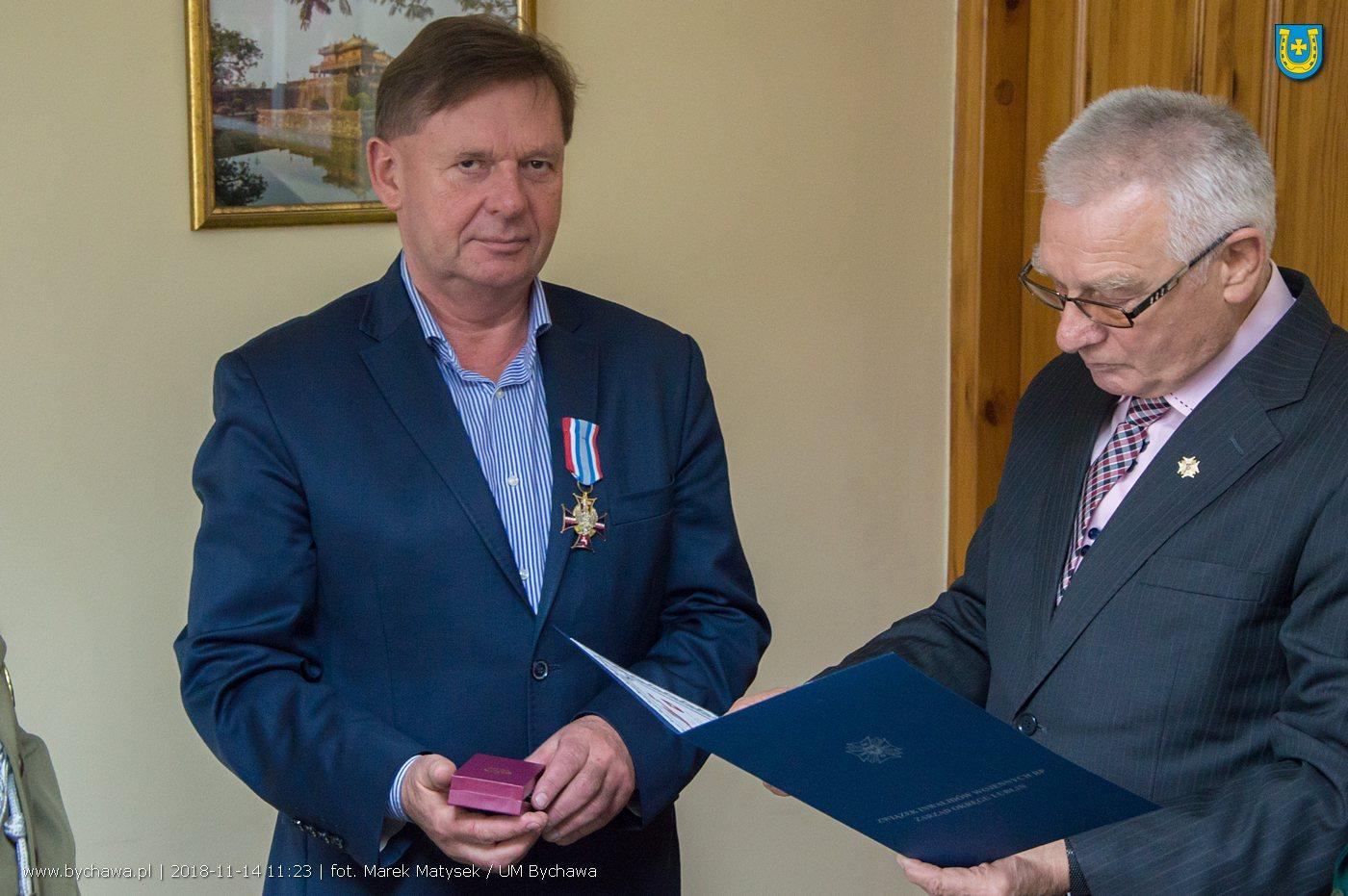 Piotr Wojtaś odznaczony medalem 100-lecia Związku Inwalidów Wojennych