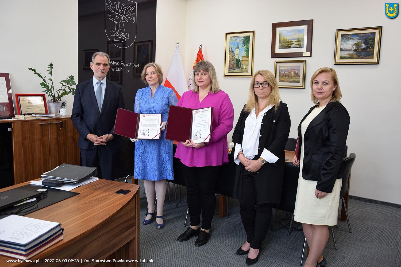 Nagrodzono Barbarę Cywińską – dyrektor Miejskiej Biblioteki Publicznej w Bychawie