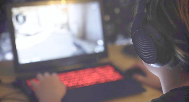 Interaktywny film o graniu w sieci – odważysz się zagrać?